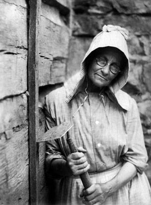 Woman, wearing bonnet and glasses, with hoe, Berea, Kentucky, pre 1931, Doris Ulmann Collection, PH038-12-1400, Doris Ulmann (1882-1934) photographs, 1920s-1934